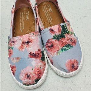 Toms Rose Print Shoe NWOT